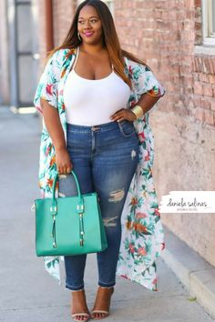 Thick Girl Fashion, Curvy Fashion, Plus Size Fashion, Fashion Looks, Cute Jeans, Plus Size Model, Black Girl Magic, Women Empowerment, Bell Bottom Jeans