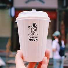 🇹🇼 Coffee Moon / 珈琲月  台湾に来る前からチェックしていて、ずっと来たかったお店。宇宙飛行士がコーヒー持ってるロゴがもう、かわいすぎるー!  What a playful design is!  【Coffee Moon / 珈琲月】  📍No. 3, Lane 123, Songjiang Road, Zhongshan District, Taipei City, 10491  🕒Weekdays / 7:30am - 7pm Weekends / 10am - 6pm  #coffeemoon #taiwancoffeeshop #taipeicoffeeshop #coffeetraveler #taiwantravel #coffeelover #takeawaycup #astronaunt #珈琲月 #台湾カフェ #台北カフェ #台湾女子旅 #台湾ひとり旅 #コーヒー大好き #コーヒートラベラー #宇宙飛行士 Coffee Shop, Coffee Cups, Coffee Packaging, Shop Logo, Food Design, Packaging Design, Nom Nom, Typography, Branding