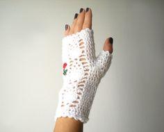 Elegant White Fingerless Gloves Girls Women Arm Warmers by LarvaMade