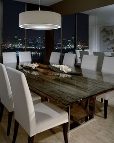 contemporary dining table light with soft diffuser - simple white upholstered chairs - lámpara Dining Table Lighting, Glass Dining Room Table, Dining Table Design, Dining Room Furniture, Lamp Table, Hooker Furniture, Light Table, White Leather Dining Chairs, Sweet Home