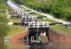 Devizes, Wiltshire,        Many locks behind riverboat.