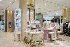 Let's step into the world of dream♡ #japan #travel #100tokyo #tokyo #ginza #japankuru#makeup #styling #fashion #lovely #laduree