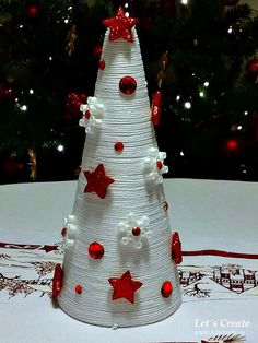 Christmas Holiday paper mache Cone Yarn Trees with berry, h Cone Christmas Trees, Indoor Christmas Decorations, Miniature Christmas Trees, Christmas Wood, Christmas Projects, Christmas Wreaths, Christmas Ornaments, Holiday Decor, Homemade Christmas Gifts
