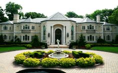 Check out these Great pics of fabulous celebrity homes. woah! Russell Simmons #15
