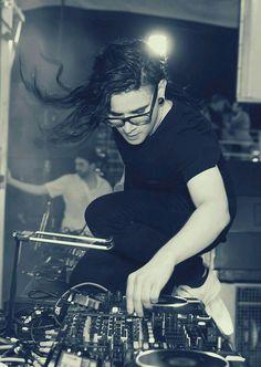 Descubre mas fotos de uno de los mejores djs del mundo SKRILLEX.. http://pin.it/H6sZN0P