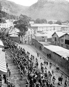 Boer Prisoners on their way to Froggy Pond, Simon's Town Boat Art, Most Beautiful Cities, Sleepy Hollow, Antique Maps, African History, Cape Town, Historical Photos, Old Photos, Iran