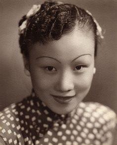 Shanghai beauty.  1930s.