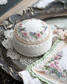 WEBSTA @ sinkevich_nadia - Игольничка с милой вышивкой#вышивка #embroidery #embroideryartist #handmade #игольница #vintagestyle