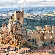 Descubre el Pueblo Medieval de Frías, uno de los primeros del Alto Ebro Places To Travel, Places To Go, Medieval, Ebro, Armors, Amazing Places, Monument Valley, Grand Canyon, The Good Place