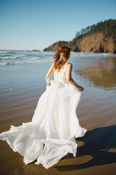 Truvelle wedding dress | Donny Zavala Photography | see more on: http://burnettsboards.com/2015/02/oregon-coast-wedding-inspiration/
