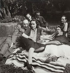 From left to right and front to back: Rodolfo Usigli, Dolores del Río, Frida Kahlo, Adolfo Best Maugard, Xavier Villaurrutia and Felipe Mier   ca. 1945 © file Diego Rivera and Frida Kahlo, Banco de Mexico, trustee relating to the museums Diego Rivera and Frida Kahlo trust   Buscar on Google