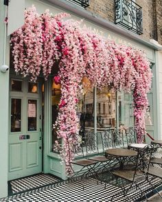 ------ offert pour voyager dans la bio ----- 📸Photo by ----- 🖋️Légende originale : The prettiest coffee shop we ever did see 😍🌸 tlpicks courtesy of ----- Beautiful Flowers, Beautiful Places, Beautiful Pictures, Flower Aesthetic, Oh The Places You'll Go, Mind Blown, Architecture Design, Architecture Background, Architecture Diagrams