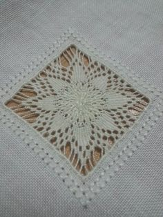 Striscia da tabolo - particolare n. 2 - Hardanger Embroidery, Hand Embroidery Patterns, Beaded Embroidery, Machine Embroidery, Embroidery Designs, Crochet Patterns, Tenerife, Drawn Thread, Point Lace