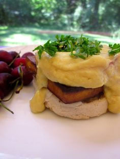A mouthwatering vegan Tofu Benedict with a cauliflower-based hollandaise sauce