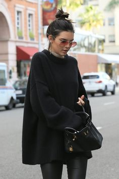 KENDALL JENNER LOVE : This all black outfit is life! Serious outfit inspo here. Find more at @thecultofshe instagram #kendall_jenner_black