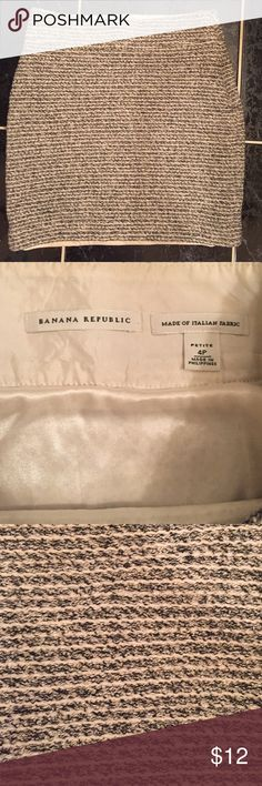 Banana Republic Mini Skirt Size 4P Italian fabric Banana Republic skirt. Cotton, acrylic polyester blend. Great condition, however the lining is undone on one side. Please see picture. Banana Republic Skirts Mini