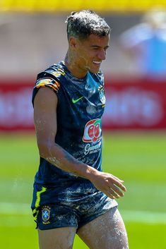 Philippe Coutinho of Brazil reacts after having eggs smashed on his head as a birthday prank during a Brazil training session ahead of the FIFA World Cup 2018 at Yug-Sport Stadium on June 2018 in. Get premium, high resolution news photos at Getty Images Barcelona Football, Fc Barcelona, Neymar, Coutinho Wallpaper, Birthday Pranks, Go Brazil, Ynwa Liverpool, Natural Hair Shampoo, Philippe Coutinho