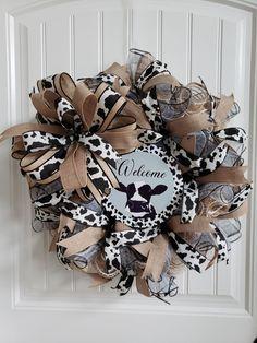 Wreath Crafts, Diy Wreath, Burlap Wreath, Wreath Making, Wreath Ideas, Mesh Ribbon Wreaths, Deco Mesh Wreaths, Mesh Bows, Holiday Wreaths