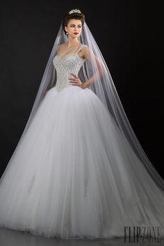 Appolo Fashion Coleção 2014 - Nupcial - http://pt.flip-zone.com/fashion/bridal/couture/appolo-fashion-4736