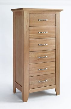 Sherwood Oak Chest 6 Drawer Tall - The Sherwood Oak range is made of a high quality grade of oak and exhibits all the hallmarks of quality furniture.These include wood-panelled drawer bases and cabinet backs and the use of dovetailed joints in constructing drawers.