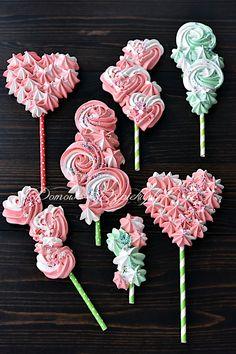 Meringue Kisses, Meringue Cookies, Cupcake Cookies, Cake Decorating Tips, Cookie Decorating, Simple Birthday Cake Designs, Lollipop Recipe, Meringue Pavlova, Sugar Cookie Icing