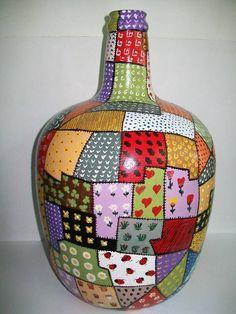 Bead Bottle, Plastic Bottle Art, Wine Bottle Art, Diy Bottle, Mosaic Vase, Mosaic Flower Pots, Painted Glass Bottles, Painted Vases, Recycled Glass Bottles