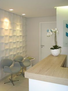 Clean and bright dental clinic waiting room. Doctors Office Decor, Medical Office Decor, Dental Office Design, Clinic Design, Healthcare Design, Natur House, Waiting Room Design, Office Waiting Rooms, Cabinet Medical