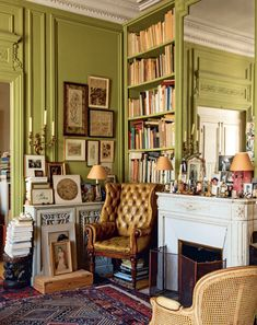 Bibliostyle: How We Live at Home with Books Deco Studio, Decoration Inspiration, Aesthetic Rooms, Green Rooms, Green Walls, My New Room, House Rooms, Living Spaces, Sweet Home