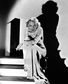 A look at the beauty of Hollywood icon and glamorous goddess, Carole Lombard wife of William Powell and Clark Gable, who died in a plane crash. Hooray For Hollywood, Hollywood Icons, Old Hollywood Glamour, Golden Age Of Hollywood, Vintage Hollywood, Classic Hollywood, Hollywood Fashion, Hollywood Stars, Hollywood Heroines