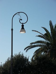 lamp post curl iron
