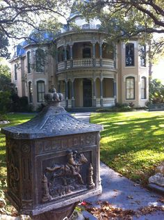 This home in the King William District is the Edward Steves Homestead, built for the founder of Steves Lumber Company. In 1952 the property was donated to the San Antonio Conservation Society
