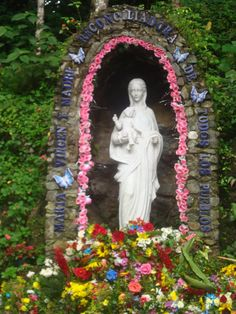 """Santuario Virgen de Betania - Estado Miranda - Venezuela:Maria Esperanza de Bianchini reportedly first saw an apparition of Mary in 1976, but she became a world-renowned figure after Mary reportedly appeared to her and 150 others at a farm named """"Finca Betania"""" in Venezuela on March 25, 1984. Mary is said to have appeared under the title """"Mary, virgin and mother, reconciler of all people and nations."""" The apparition was deemed valid by Bishop Pio Bello Ricardo of Los Teques, Venezuela, in 1987."""