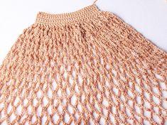 Háčkovaná taška | Korálky.stoklasa.cz Filet Crochet, Crochet Diy, Crochet Hats, Crochet Basket Pattern, Crochet Patterns, Diy Net Bags, Crochet Market Bag, Rainbow Crochet, Bag Patterns To Sew