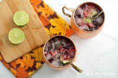 The classic Moscow Mule gets a perfect for fall flavor update with these Pomegranate Cranberry Moscow Mules. Pomegranate Cocktails, Pomegranate Juice, Spiced Pear, Ginger Beer, Moscow Mule, Fresh Lime Juice, Yummy Drinks, Clean Eating Snacks, Fall
