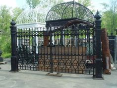 SOLID-CAST-IRON-VICTORIAN-STYLE-DRIVEWAY-GATES-W2A
