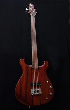 Mørch Guitars 5 string bass