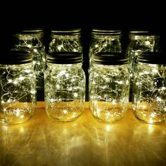 8 Firefly Licht Einmachglas Mittelstücke für eine rustikale Hochzeit, Hochzeit Lichter, Hochzeit Herzstück, Vintage Lichter, rustikale Beleuchtung und mehr! Diese Einmachglas Lichter sind auch bekannt als Lichterketten oder Lichterketten. Details siehe unten!  Kostenloser Versand!  * Ball Mason Gläser enthalten und komplett montiert! * Perfekte Beleuchtung für Ihre Veranstaltungen, Partys oder persönlichen Gebrauch! * Genau wie Glühwürmchen im Glas fangen! Brillante Mikro Lichter in einem…