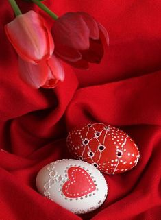 Red and White Easter Eggs and Spring Tulips Red Photography, Red Cottage, Simply Red, Easter Colors, Red Aesthetic, Shades Of Red, Spring Colors, Ruby Red, Easter Crafts