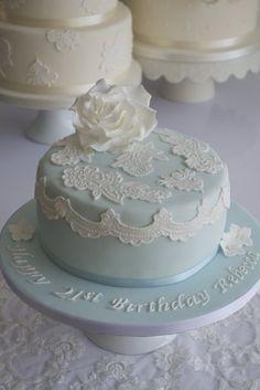 Ook mooi troukoek wees as die lace dieselfde patroon as jou rok se lace is. Birthday Cake For Women Elegant, Elegant Birthday Cakes, 21st Birthday Cakes, Birthday Cakes For Women, Elegant Cakes, 70th Birthday, Buttercream Decorating, Cake Decorating, Pretty Cakes