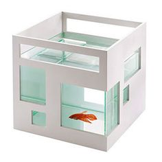I don't even like fish tanks because I hate cleaning them...but I would totally love to have this one!
