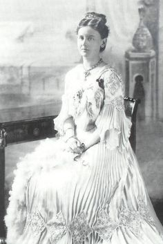 Queen Wilhelmina wears a dress with pleated engageantes and skirt in this 1903 photo.