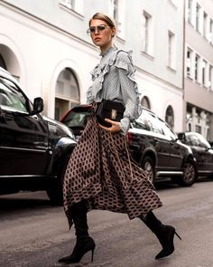 Blouse w/ Frills, Midi Skirt & Sock Overknees Fashion Mode, High Fashion, Winter Fashion, Fashion Outfits, Womens Fashion, Fashion 2018, Style Fashion, Street Style, Street Chic