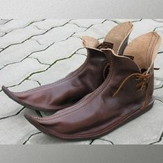 Our Medieval Low Shoes have a leather upper construction with sturdy rubber soles. Medieval Costume, Medieval Dress, Medieval Fashion, Medieval Clothing, Shoe Boots, Shoes Sandals, Steampunk Accessories, Vintage Shoes, Leather Working