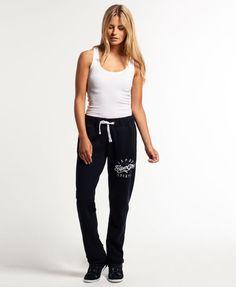 ¡Cómpralo ya!. Pantalones de jogging Applique Slim. Pantalones de jogging Applique Slim de Superdry para mujer. Un par de pantalones de jogging ajustados con bajos sin terminar, con cordón corredizo en la cintura y dos bolsillos delanteros. Se completan con una aplicación y un bordado en el muslo. La modelo lleva: talla SAltura de la modelo: 1,75 m , pantalónjogger, joggers, jogging, joggingbásico, joggingculotte, joggings, jog, jogger. Pantalón jogger  de mujer color azul marino de Su...