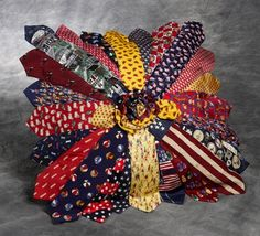 This is so beautiful! It is a rainbow of colors Old Neck Ties, Old Ties, Mens Ties Crafts, Tie Crafts, Small Sewing Projects, Sewing Crafts, Recycling Ties, Mens Shirt And Tie, Necktie Quilt