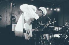 Matteo Canali e Luca Poldelmengo, Mr Kite - Arci Tambourine (MI) Seregno 21.12 // Fotografie di Chiara Arrigoni del gruppo musicale italiano dream pop Mr Kite #tambourine #arci #rock #music #milan #mrkite #guitar #voce #chitarra #fender #blackandwhite #drummer #drum #batterista #cymbal