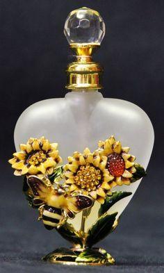 Collection of 3 Italian Murano perfume bottles : Lot 259