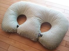 The Twin Z Pillow- Light Green -The Only 6 in 1 Twin Pillow Breastfeeding, Bottlefeeding, Tummy Time & Support! A Must Have for Twins! Twin Breastfeeding Pillow, Twin Feeding Pillow, Twin Nursing Pillow, Pregnancy Pillow, Baby Feeding, Breast Feeding, Twin Mom, Twin Babies, Baby Freebies