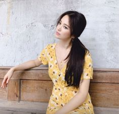 Song Hye Kyo Looks Just like a Barbie Doll Now That Her Hair Is Fully Grown Out - Koreaboo Korean Beauty, Asian Beauty, Song Hye Kyo Style, Song Hye Kyo Hair, G Song, Short Girl Fashion, Asian Eye Makeup, Korean Drama Movies, Korean Dramas