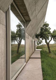 VILLA ALÉM by Valerio Olgiati Architect
